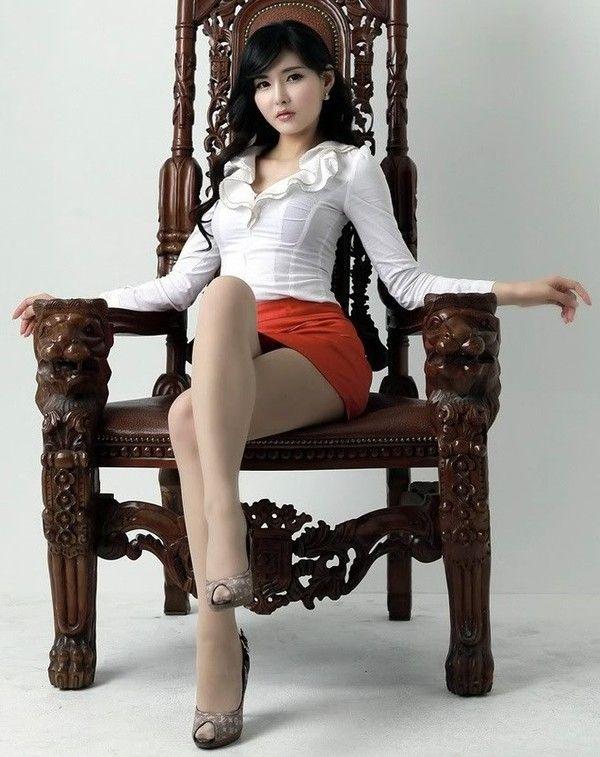 Maîtresse des pieds asiatiques