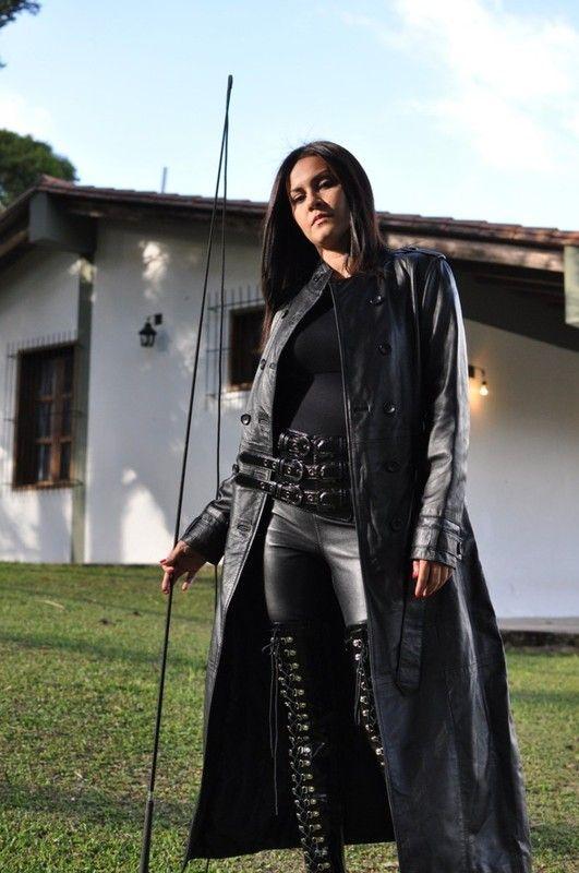 Anaïs, jeune femme dominatrice cherche son esclave pour jeux SM